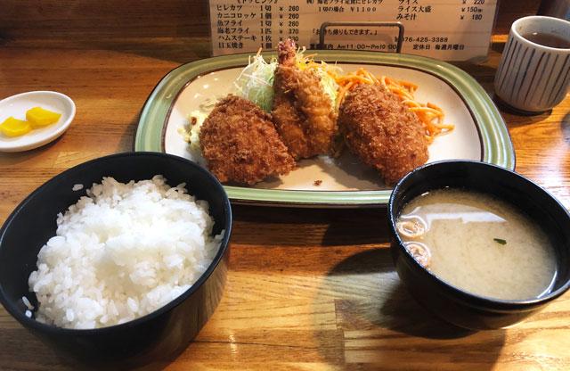富山市石金にあるコスパ満点の洋食屋「グリル不二軒」のミックスフライ定食