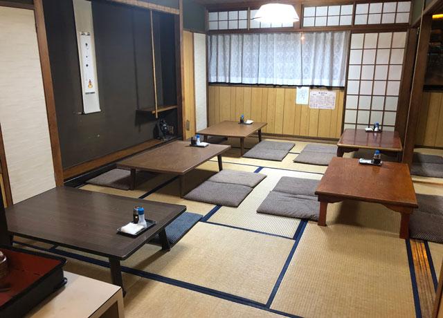 富山市石金にあるコスパ満点の洋食屋「グリル不二軒」の2階の上がり席(和室大)