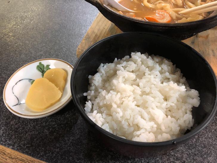 富山市太郎丸、モツ煮込みうどんの糸庄のご飯
