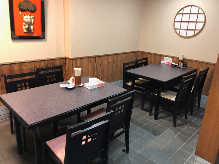 富山市太郎丸、モツ煮込みうどんの糸庄の増えたテーブル席
