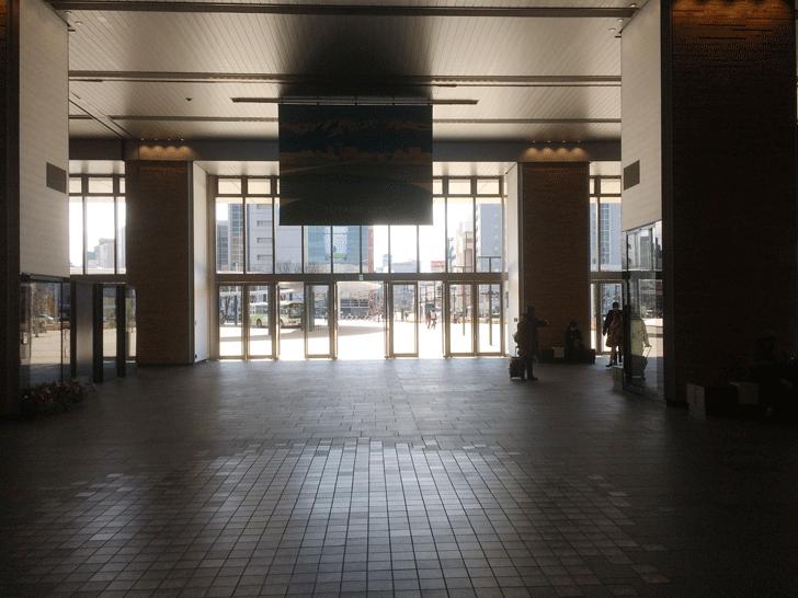 富山駅通常改札からの風景