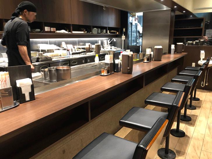 「ぼてやん多奈加」富山駅前CiCビル地下一階店の店内