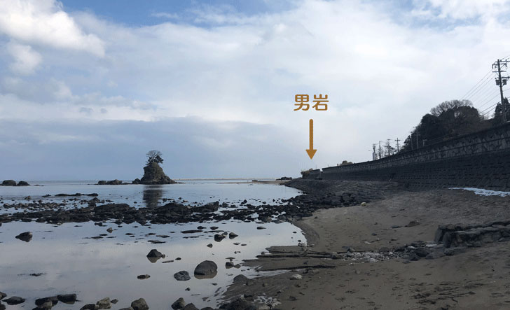 富山県高岡市、雨晴海岸の男岩(おとこいわ・おいわ)