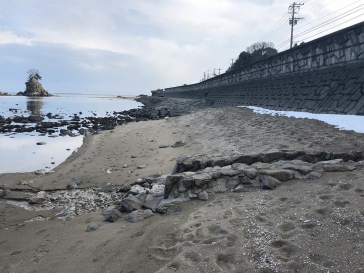 高岡市の観光スポット雨晴海岸の砂浜