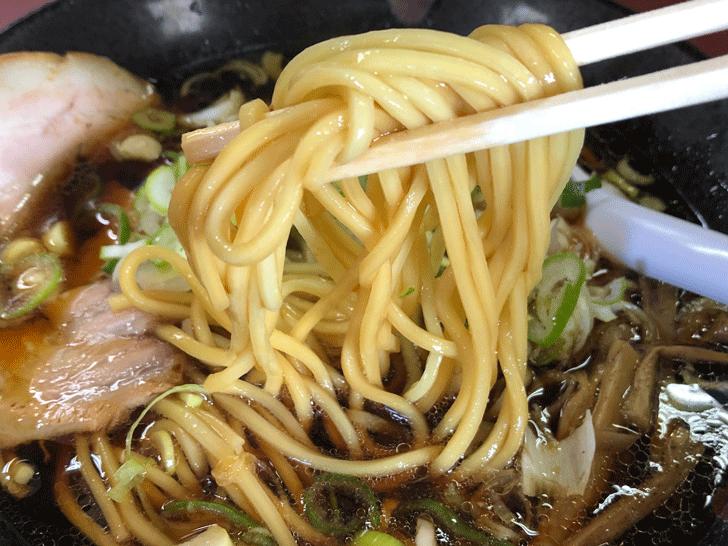 高岡の優しいブラックラーメン【大長ラーメン】の麺