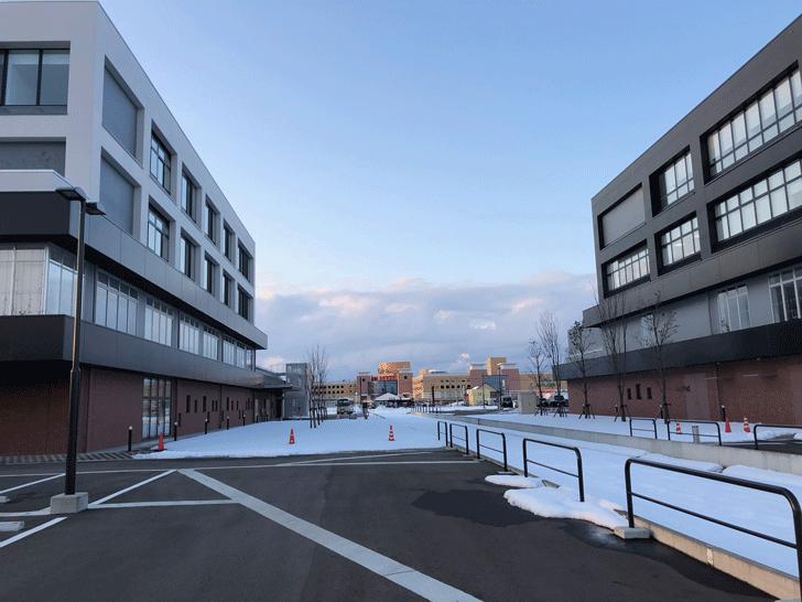 富山西総合病院と富山西リハビリテーション病院の間からファボーレ