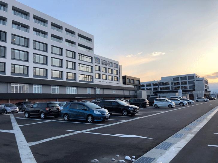 富山西総合病院のファボーレ側の駐車場