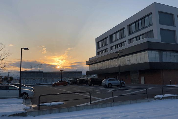 富山西リハビリテーション病院の駐車場