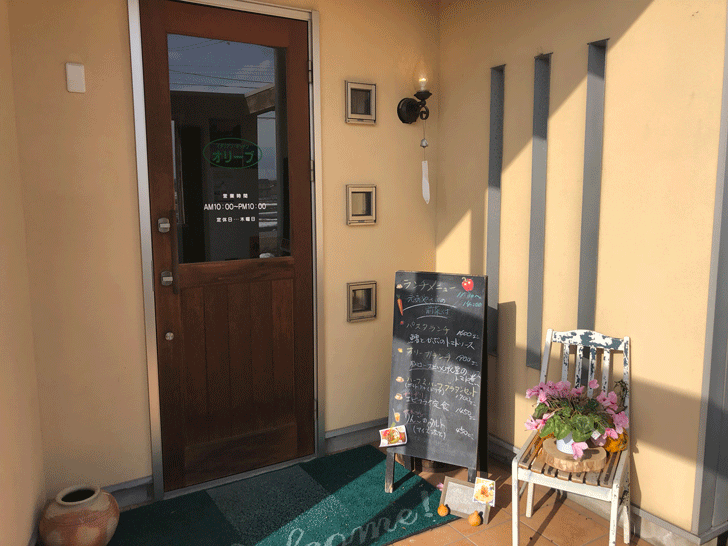 氷見の「イタリアンキッチンオリーブ」の店舗入口