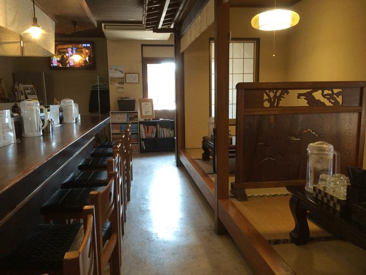 化学調味料無添加の煮干し専門「ラーメン勝屋」の店内