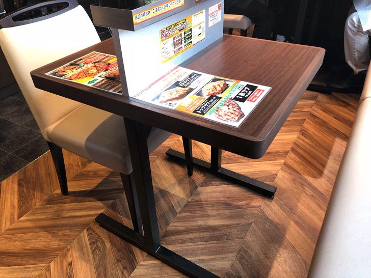 いきなりステーキ天正寺店のテーブル席