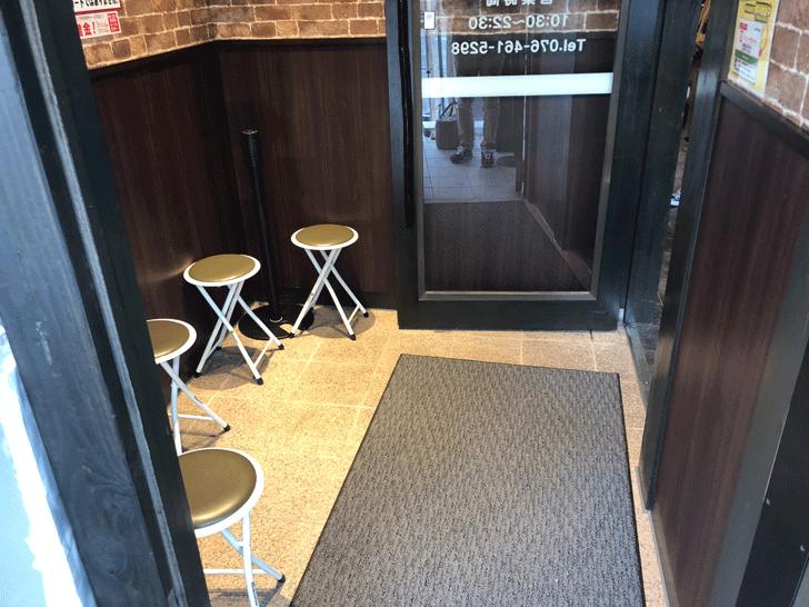 いきなりステーキ天正寺店の待合室