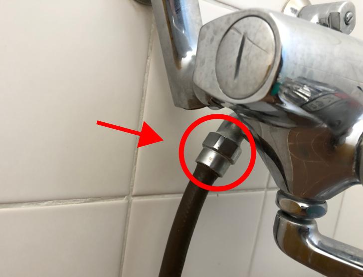シャワーホース交換時に回す水道蛇口のネジ
