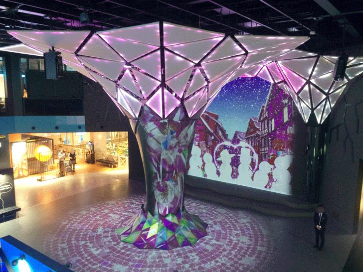VRゾーン新宿の中央ロビー