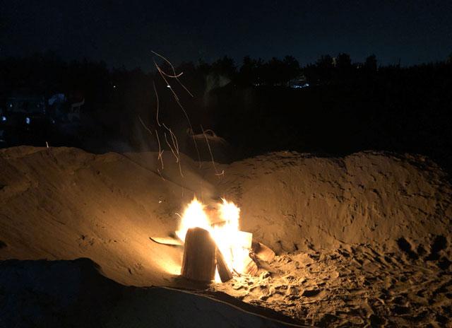 岩瀬浜にホタルイカすくい&身投げに来た人の焚き火