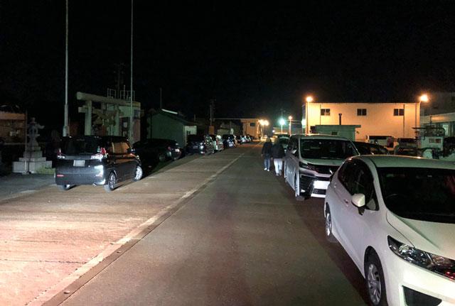 ホタルイカすくい&身投げの時期の四方漁港の駐車混雑状況