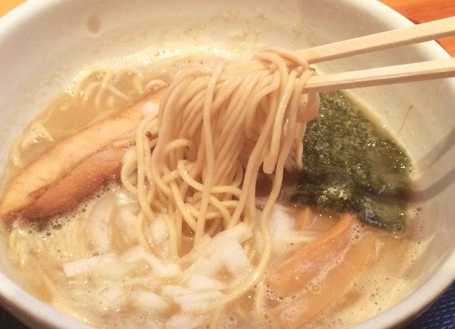 ミシュランにも載った人気店【麺屋一鶴】の濃厚煮干しラーメンの麺