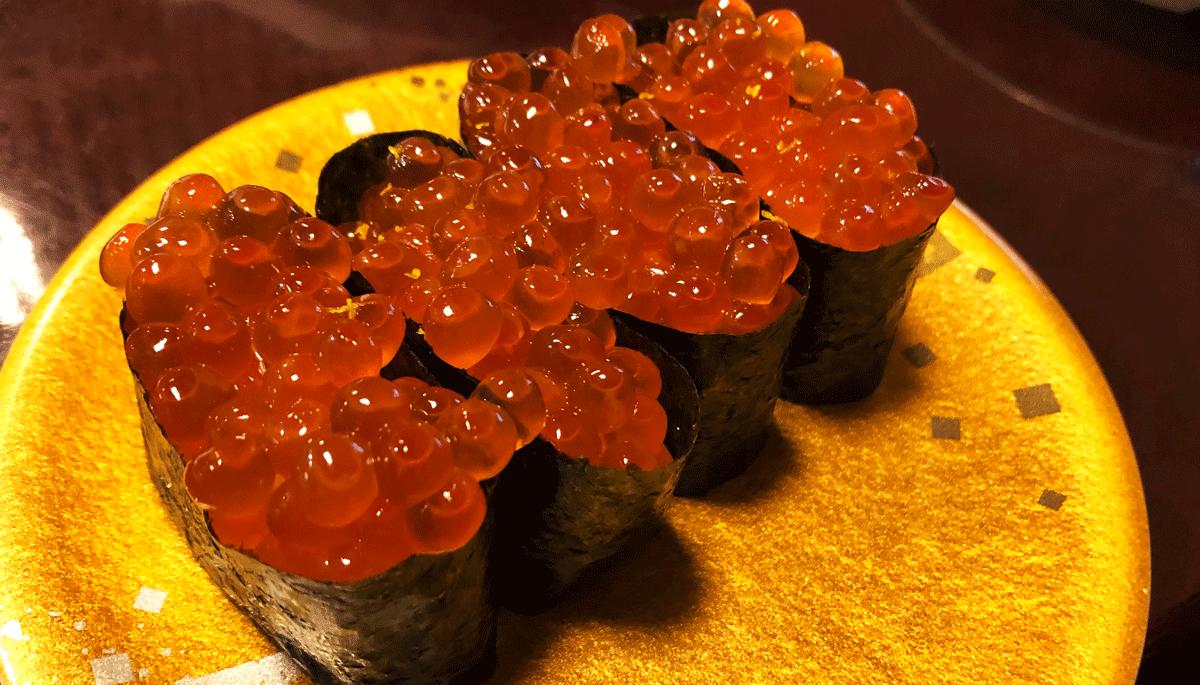 富山市郊外のちょっと贅沢な廻転鮨処すしだるまのいくら