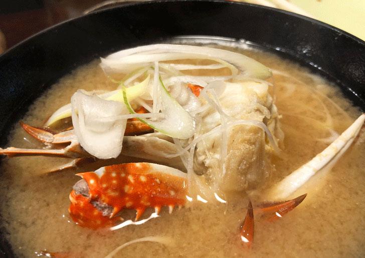 富山市郊外のちょっと贅沢な廻転鮨処すしだるまのカニ汁