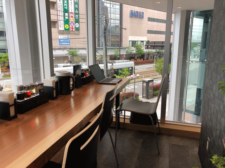 富山駅前「麺バル プライド」の端っこのカウンター席