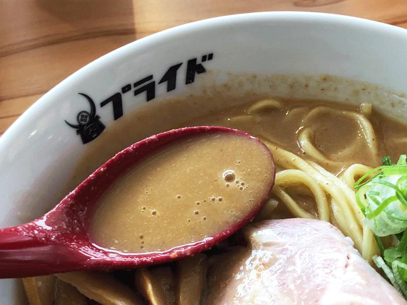 富山駅前「麺バル プライド」のスープ