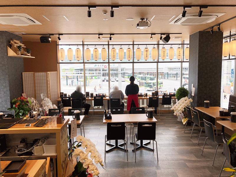 富山駅前「麺バル プライド」の店内