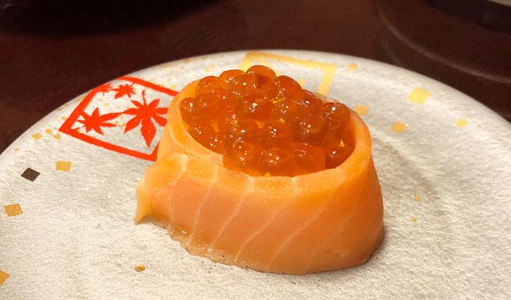 富山市郊外のちょっと贅沢な廻転鮨処すしだるまの親子巻き