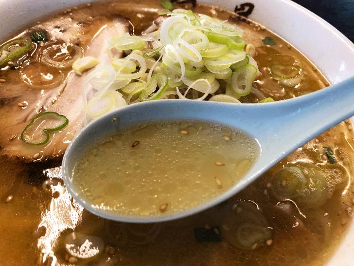 富山市豊若町のラーメン白晃の塩ラーメンのスープ