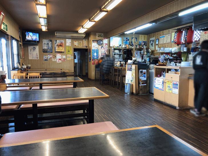 富山市豊若町のラーメンの白晃の店内の様子