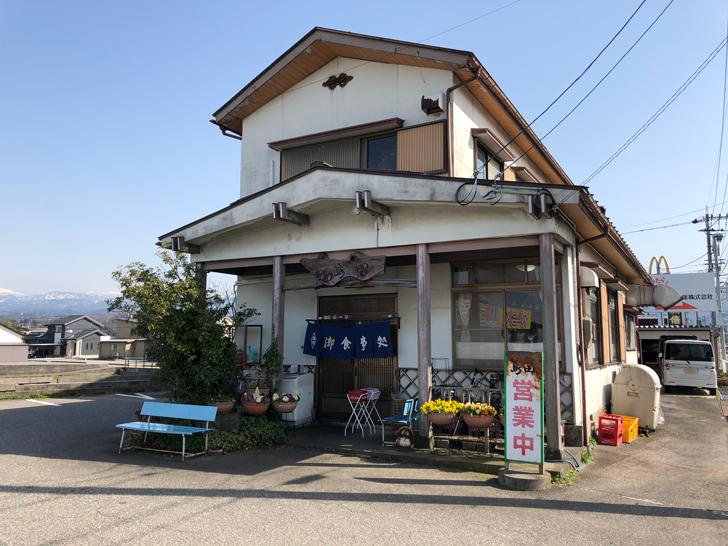 旧大沢野の人気店「島田食堂」の外観