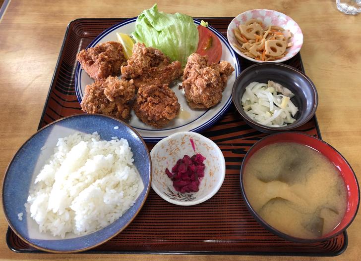 旧大沢野の人気店「島田食堂」の鳥唐揚げ定食