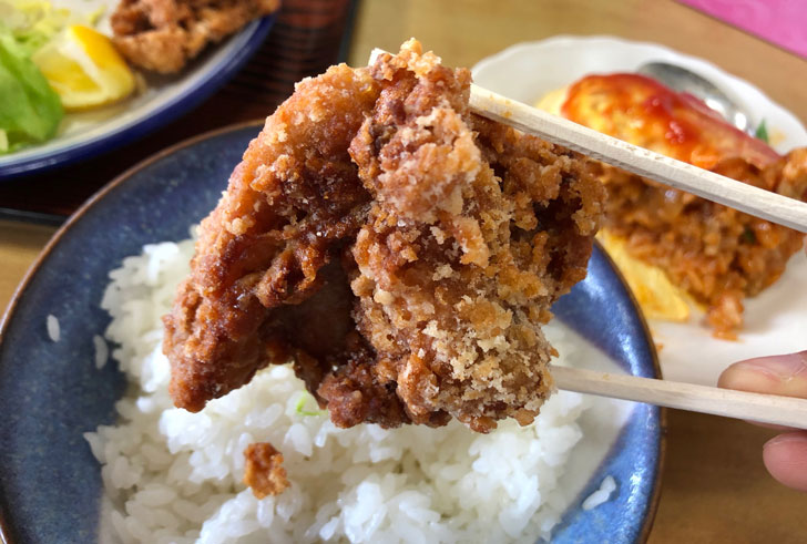 旧大沢野の人気店「島田食堂」の鳥唐揚げのアップ