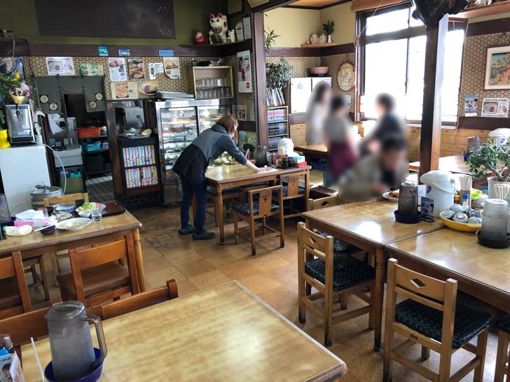 旧大沢野の人気店「島田食堂」の店内の様子
