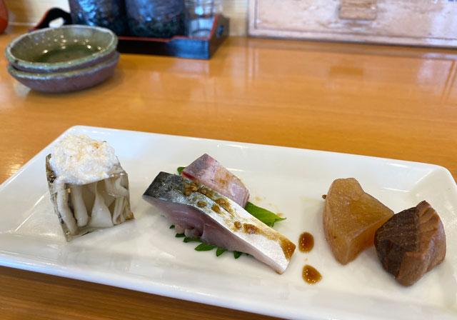 富山市二俣のオススメ回転寿司「すしだるま」の「だるまの厳選ランチ」の前菜