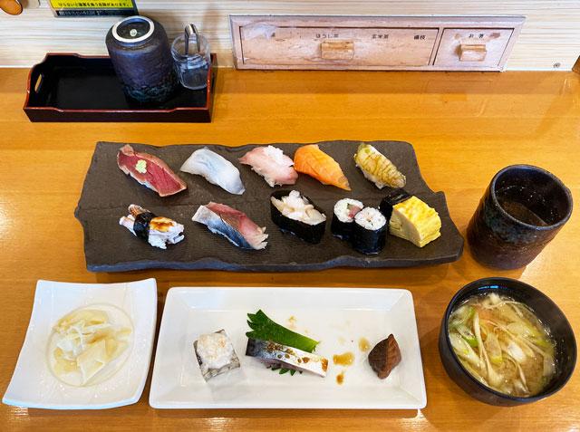 富山市二俣のオススメ回転寿司「すしだるま」の「だるまの厳選ランチ」