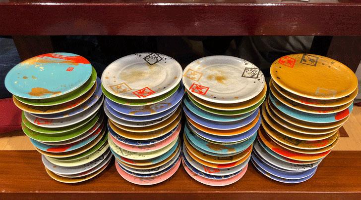 富山市郊外のちょっと贅沢な廻転鮨処すしだるまの会計皿