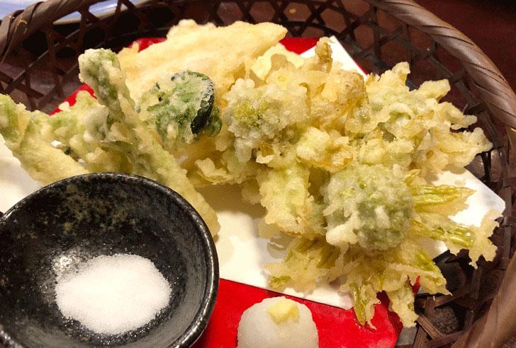 富山市郊外のちょっと贅沢な廻転鮨処すしだるまの天ぷら盛り合わせ