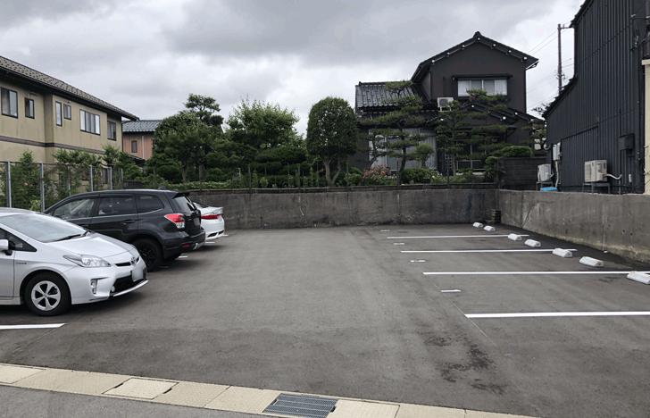富山市北代のおしゃれラーメン屋【一力亭】の駐車場