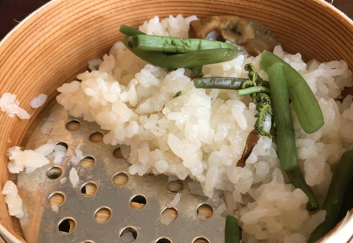 富山市北代のおしゃれラーメン屋【一力亭】の山菜わっぱ飯の量
