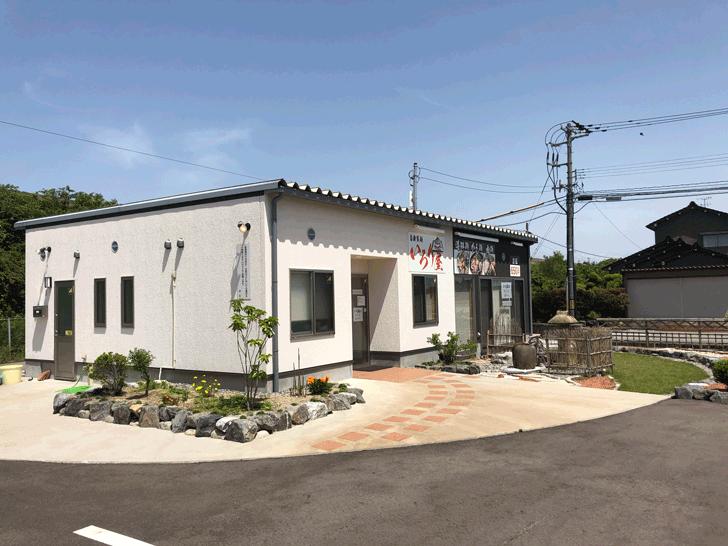 囲炉裏と日本庭園のあるラーメン屋【自家製麺 いろり屋】の店舗外観