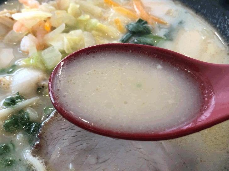 囲炉裏と日本庭園のあるラーメン屋【自家製麺 いろり屋】の海鮮麺のスープ