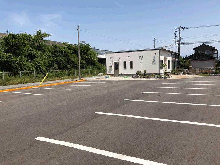 囲炉裏と日本庭園のあるラーメン屋【自家製麺 いろり屋】の駐車場
