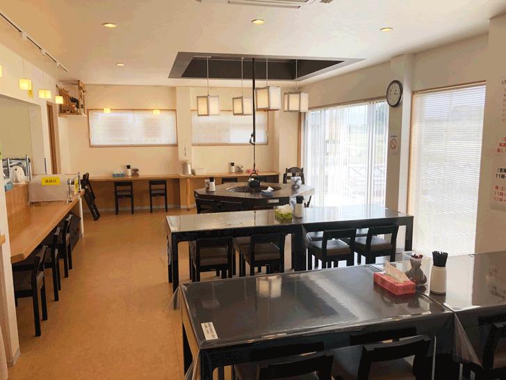 囲炉裏と日本庭園のあるラーメン屋【自家製麺 いろり屋】の店内の様子