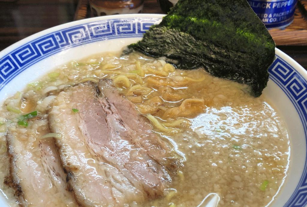 新高岡駅徒歩1分の「らーめん くり坊」の背脂系醤油豚骨ラーメン!