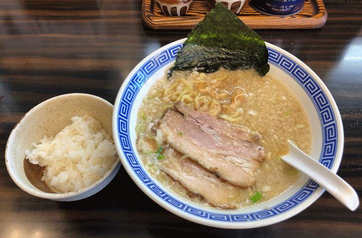 新高岡駅徒歩1分の「らーめん くり坊」のラーメンとご飯