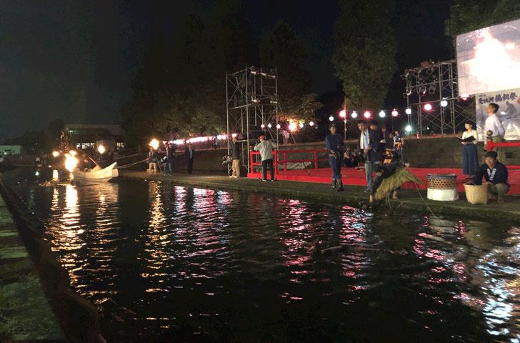 売比河鵜飼祭(めひかわうかいまつり)の川舟漁と徒歩渡り漁