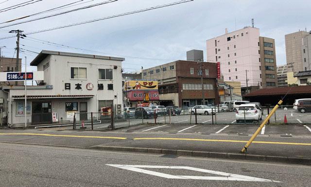 富山駅前、時間限定60分100円の日本通運駐車場