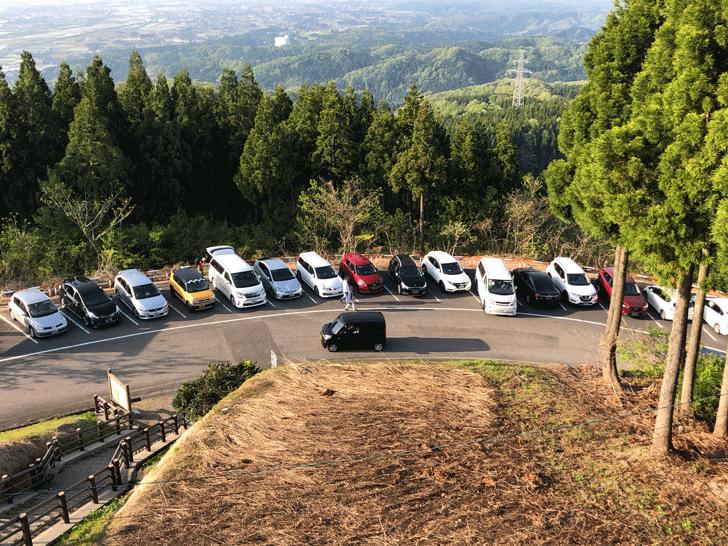 砺波市の散居村展望台の駐車場