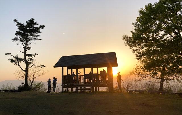 砺波市の散居村が一望できる鉢伏山の山頂展望台