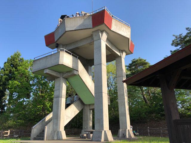 砺波市の散居村が一望できる散居村展望台